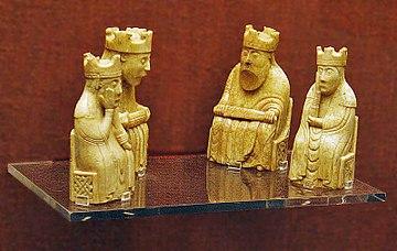 Lewis-Schachfiguren: Könige und Königinnen